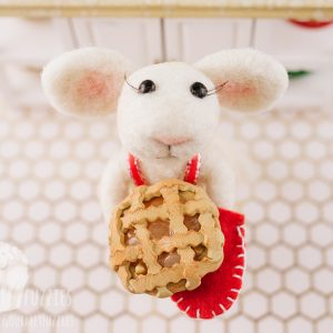 Betty the Needle Felted Mouse with Apple Pie