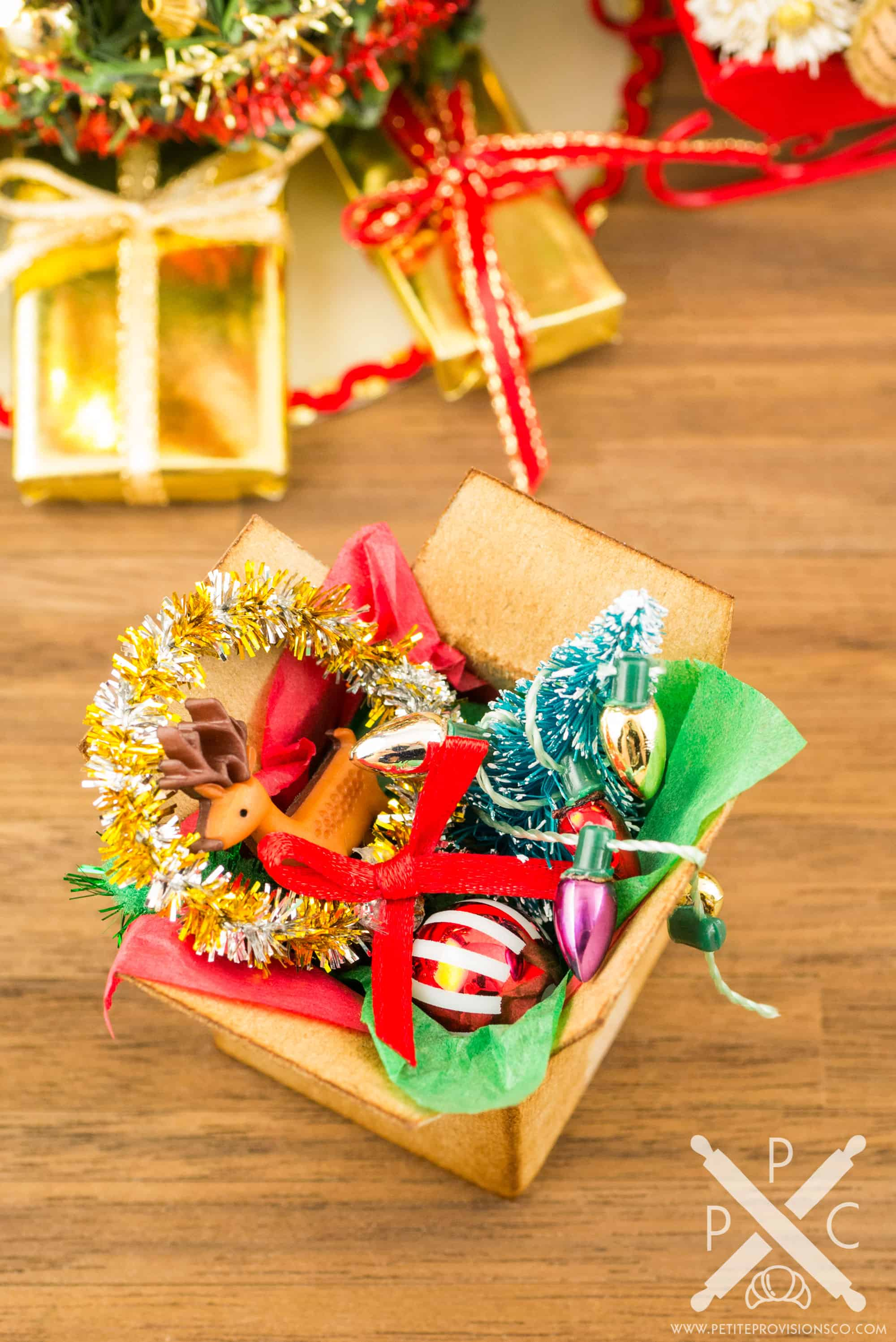 Christmas Dollhouse Decorations.Dollhouse Miniature Filled Green Tinsel Christmas