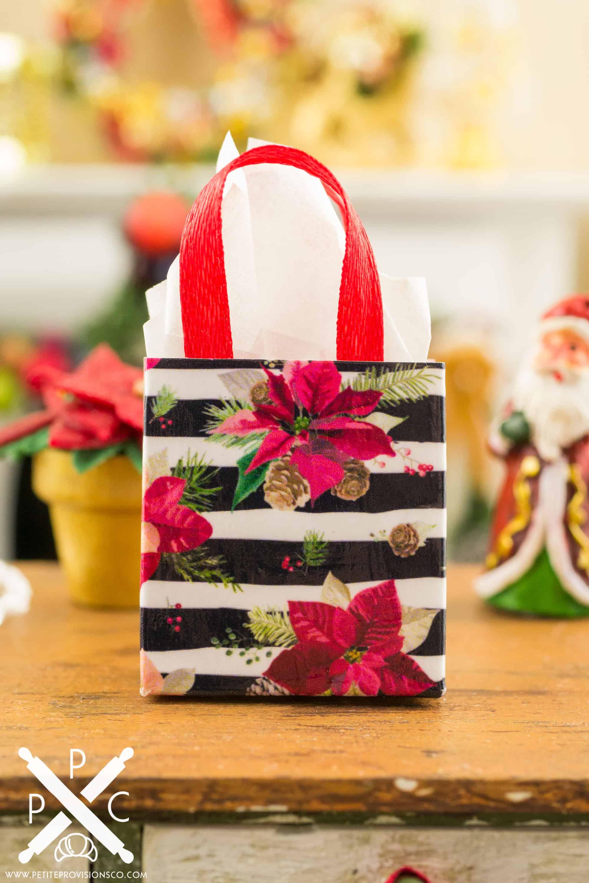 Dollhouse Miniature Christmas Gift Bags - 1:12 Dollhouse ...