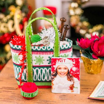 Dollhouse Miniature Christmas Knitting Bag Set - Snowflakes - 1:12 Dollhouse Miniature Christmas Decorations