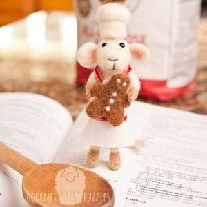 Gabriel the Gingerbread Baker – Needle Felted Mouse for Christmas with Gingerbread Man