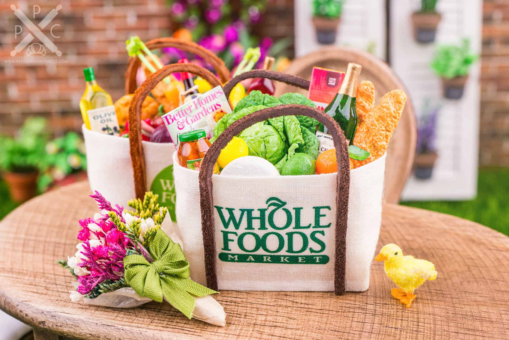 Fill your miniature shopping bag with groceries and other goods from the market