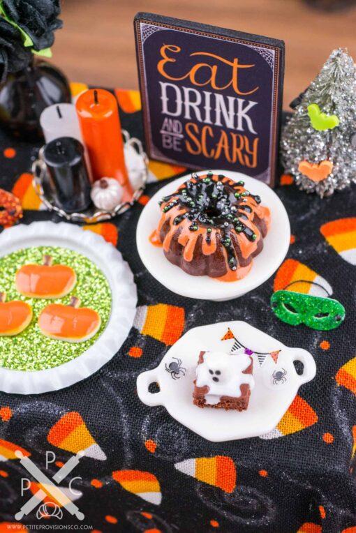 Dollhouse Miniature Halloween Party Table - 1:12 Dollhouse Miniature Halloween Decoration