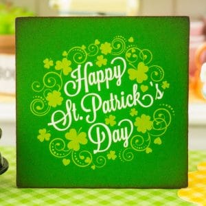 Happy St. Patrick's Day Sign – 1:12 Dollhouse Miniature