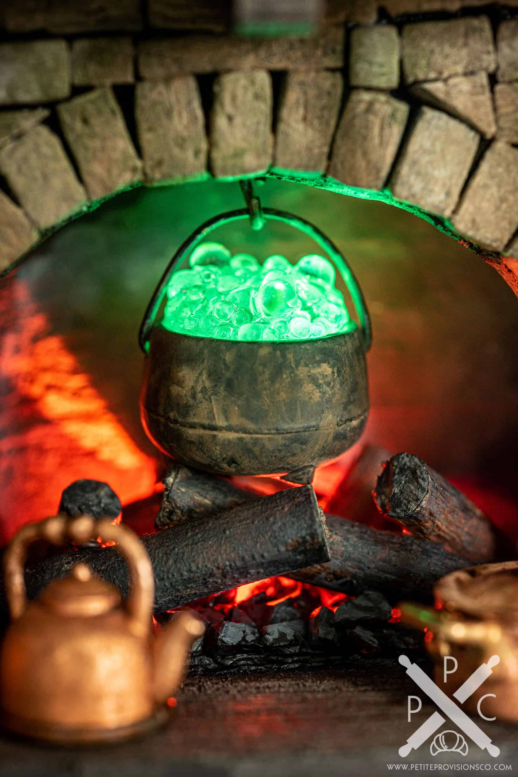 Green Bubbling Cauldron in Witch's Kitchen Themed Roombox - Halloween at the Hag's Hearth - HBSMiniatures Halloween Challenge 2020