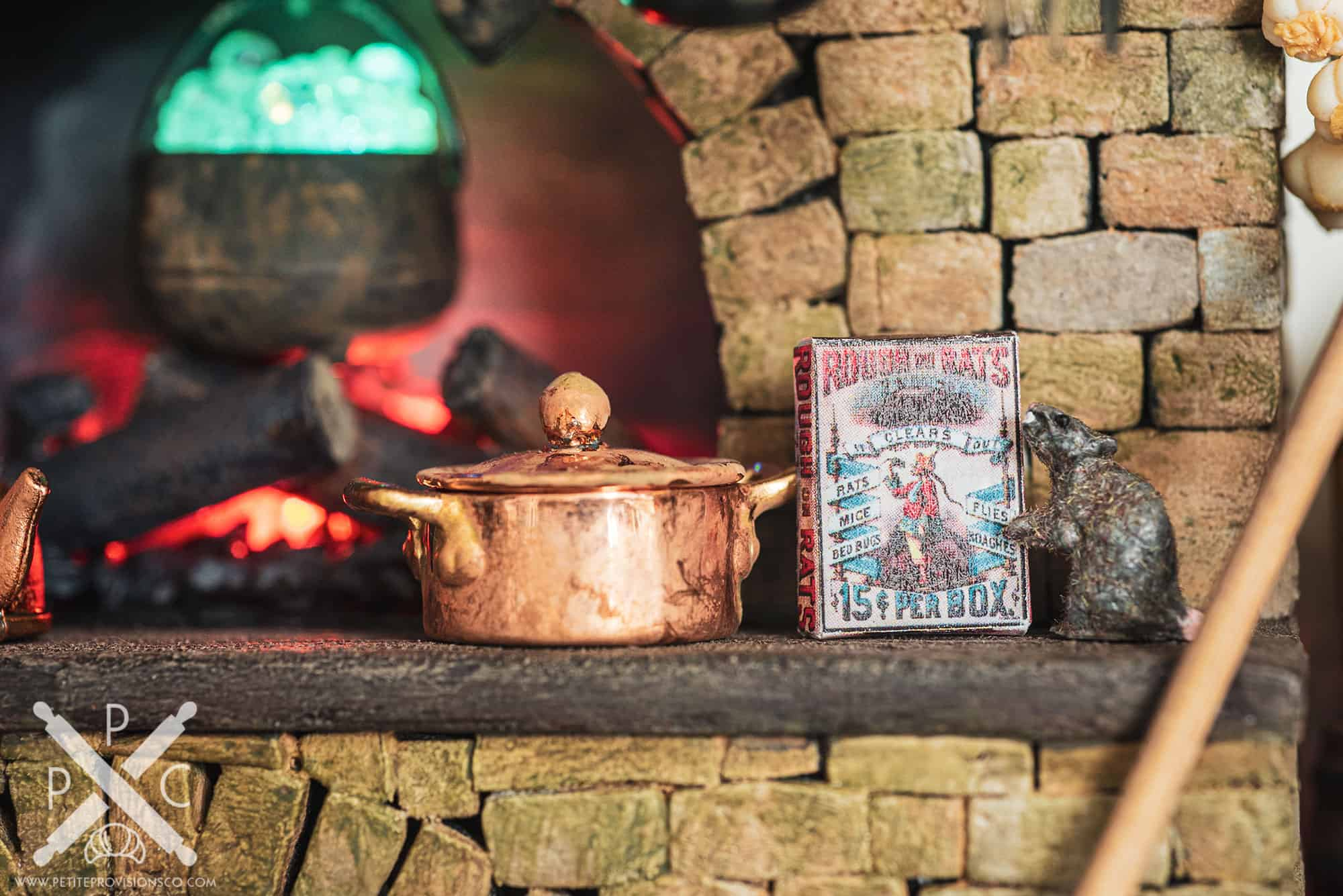 Rat and Rat Poison in Witch's Kitchen Themed Roombox - Halloween at the Hag's Hearth - HBSMiniatures Halloween Challenge 2020
