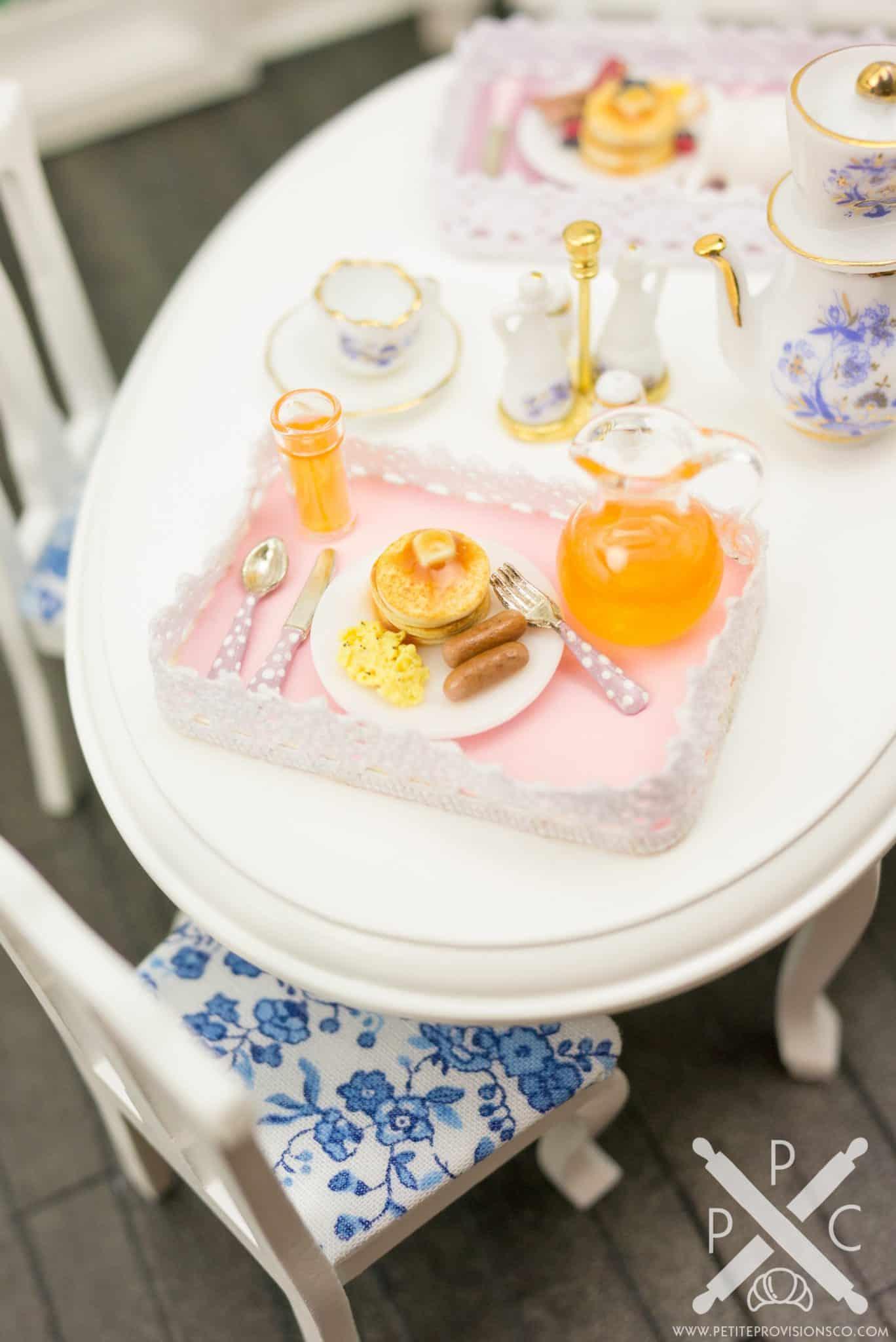 pancake-eggs-sausage-platter-01