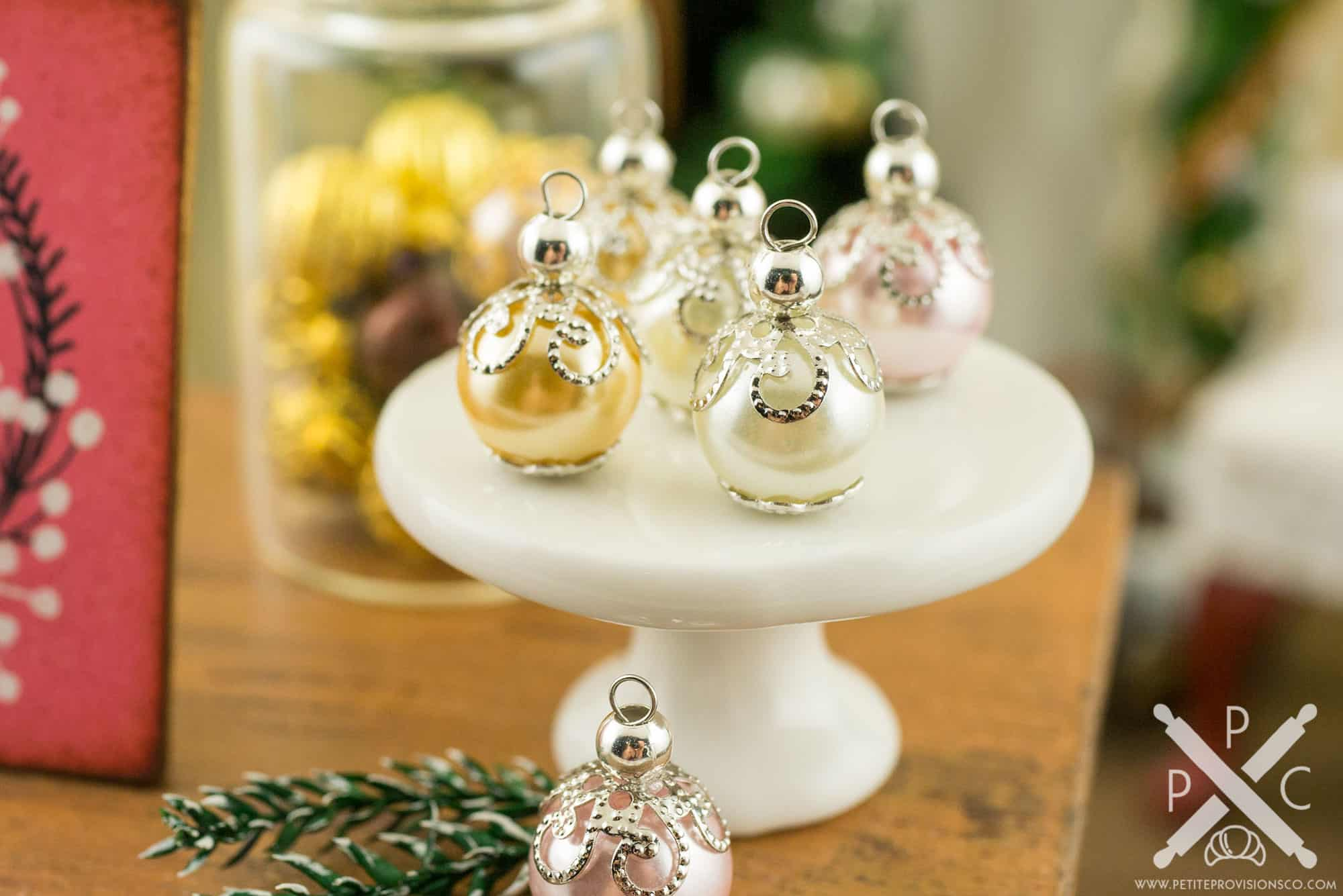 Christmas Dollhouse Miniatures.Dollhouse Miniature 8mm Red White Glass Christmas