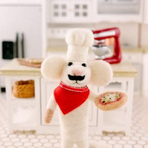 Enzo the Pizza Maker – Needle Felted Mouse Chef with Pizza