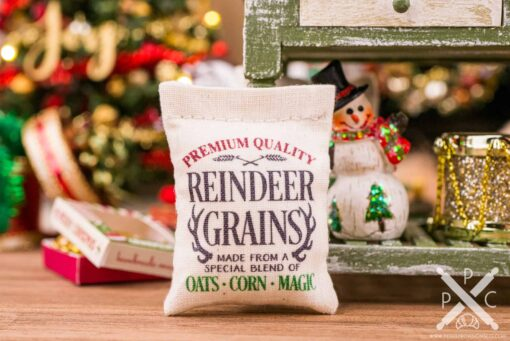 Dollhouse Miniature Reindeer Grains Feed Bag - 1:12 Dollhouse Miniature Christmas Decoration - Christmas Miniatures