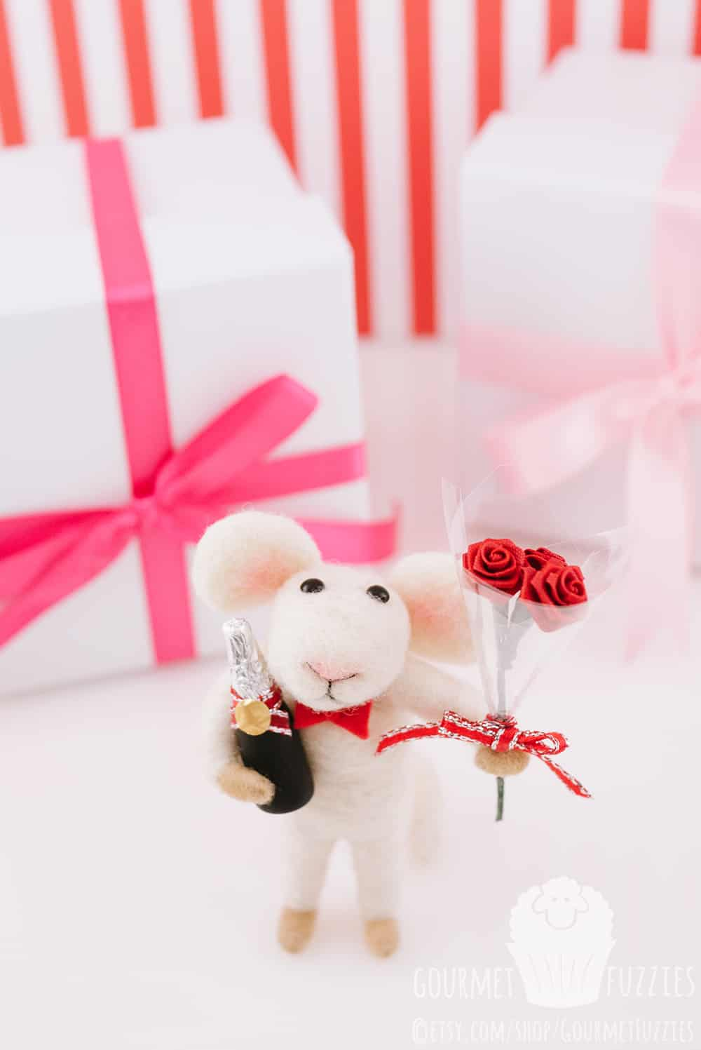 Miniature Romeo the Needle Felted Mouse with Valentine\'s Day Bouquet ...