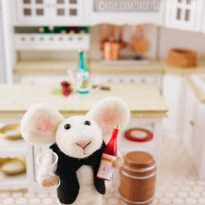 Saul the Sommelier – Needle Felted Mouse with Wine