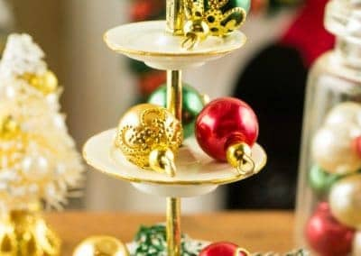 Elegant Red, Green and Gold Christmas Ornaments – Set of 6
