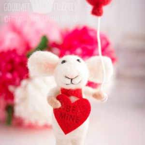 Valentino the Mouse – Needle Felted Mouse for Valentine's Day with Balloon