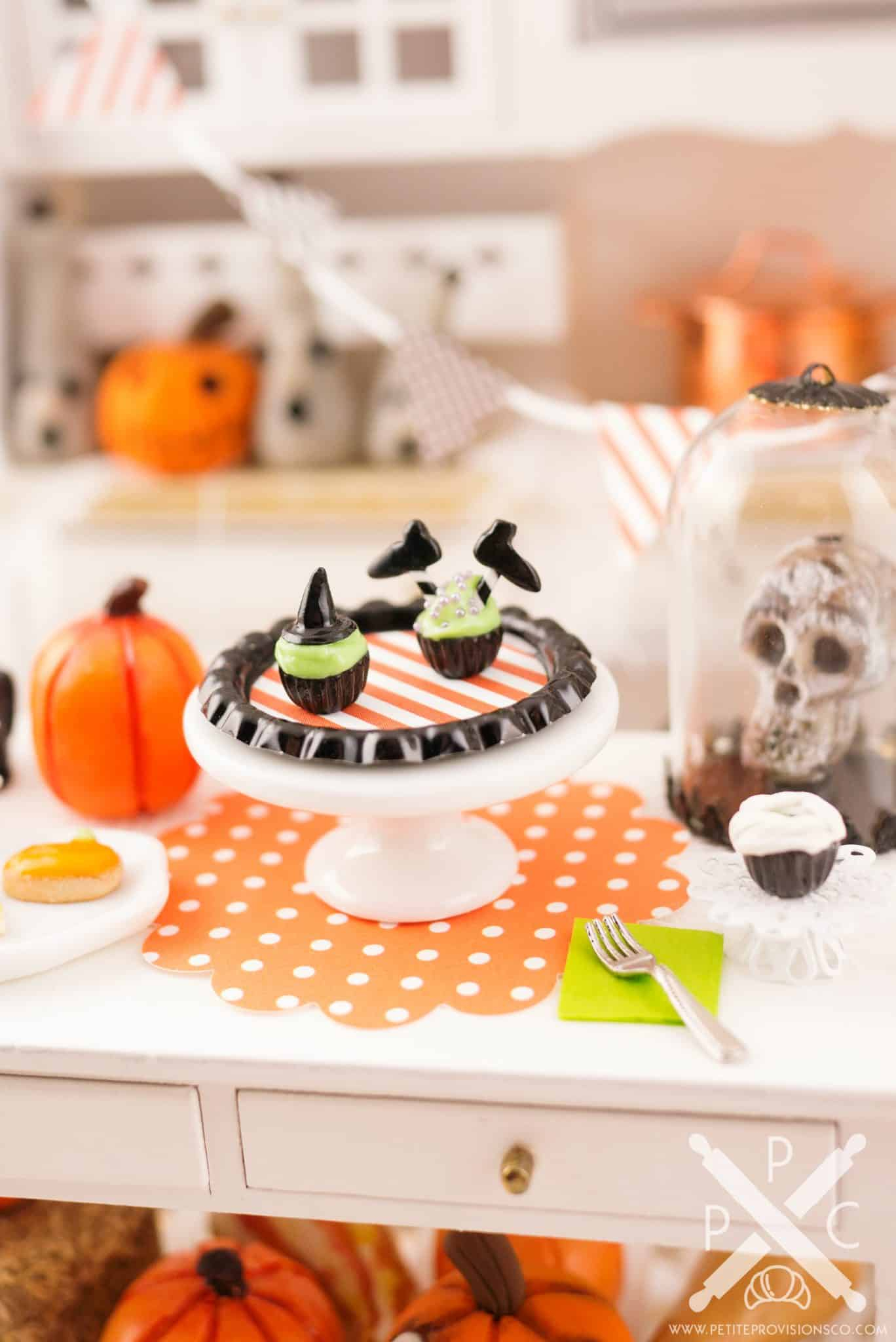 witch-cupcakes-02