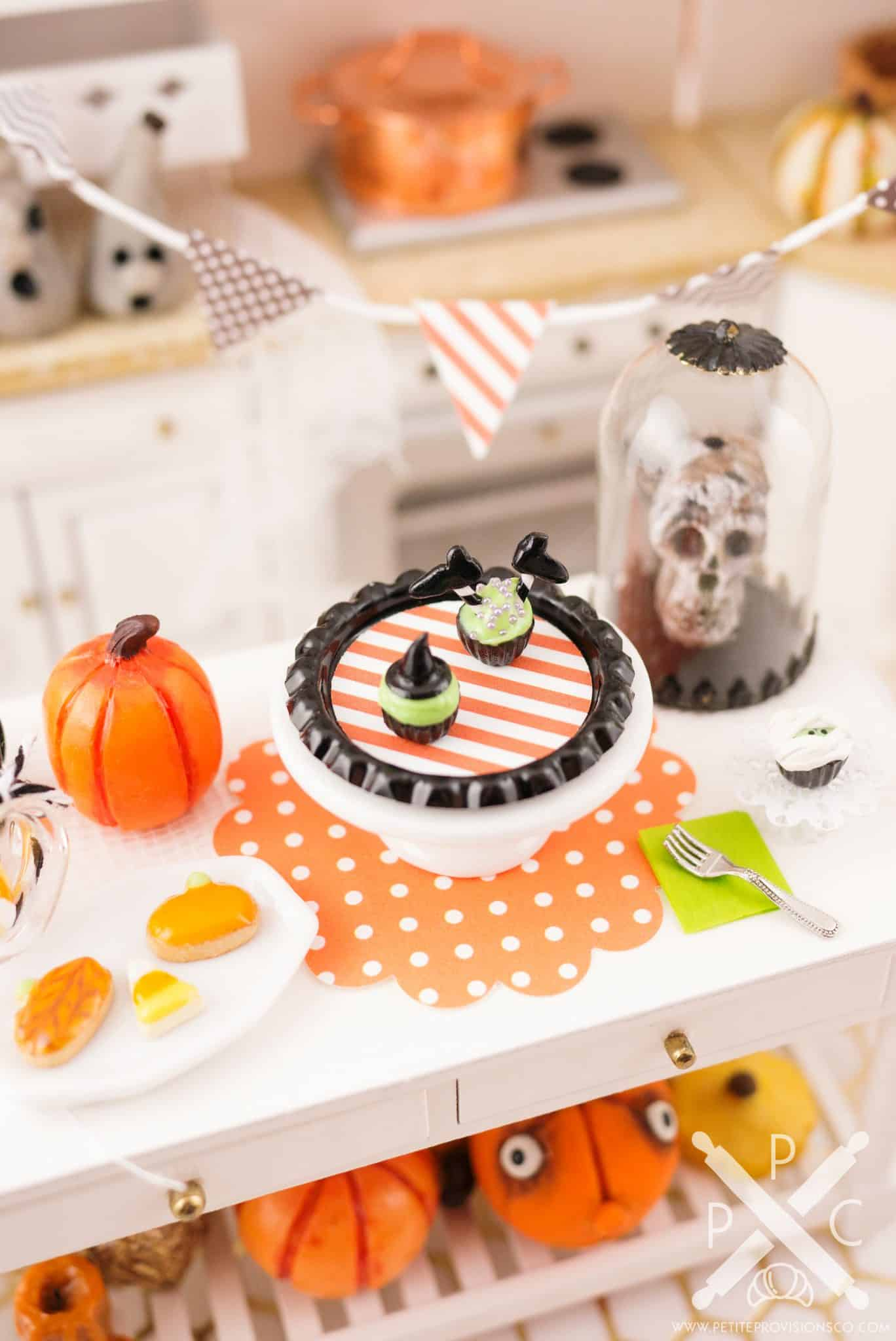 witch-cupcakes-03